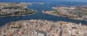 Il grande porto naturale di Malta.Ci sono affinità civili notevoli fra Sicilia e Malta nell'ottica mediterranea. Ma sbaglia chi ignora che nel gran porto Naturale Malta coltiva il trans-scipment e dispone di grandi cantieri navali per la manutenzione di navi di ingente tonnellaggio.