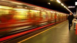 Treni sempre più veloci, una necessità. Se ne costruiscono di nuovi e l'Italia (ancor più che nella cantieristica navale) è all'avanguardia:  partire da vicino casa e giungere in centro città, una domanda in crescita. Le grandi linee sono in ripresa grazie ai treni ad alta velocità.