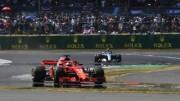 La Ferrari di Vettel davanti alla Mercedes di Hamilton vola verso il traguardo