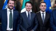 """Conte fa la voce grossa anche a Macron, ma è Salvini che ha sbloccato l'Italia dalla storica timidezza... Di Maio lo appoggia: """"qua nessuno è fesso..."""" Tutti e tre sorridono: se non sono contenti loro... Salvini ci sa fare,è il più popolare degli italiani, ma ancora non sa portare la cravatta. La porta, del resto, solo da un mese..."""