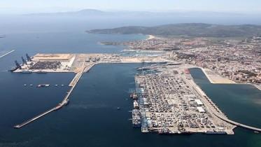 """Algesiras veduta del porto containers: è concettualmente simile a quello progettato per Palermo, che sarebbe ben più grande... Ce lo vedete un porto così nel golfo di Palermo. Di solito viene bloccata anche la costruzione di un ristorante o di una """"rotonda sul mare"""", per non dire di un hotel..."""