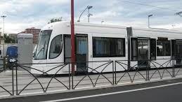 Un tram ferroviario per le strade di Palermo: ingombrante, inutile, pericoloso, economicamente un disastro...