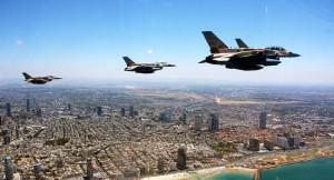 Una squadriglia di caccia israeliani bombarda Mezzeh in Siria