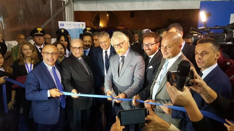 Il taglio el nastro: si riconoscono Carlino, Mogavero, Cristaldi, il ministro della giustizia, cioè il siciliano Allfonzo Bonafede, Turano, Bandiera.
