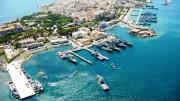 Il porto militare, in grado di accogliere le portaerei , occupa una 'piccola' parte del porto naturale di Augusta: all'interno, un palazzetto dello sport e il massimo hangar per dirigibili della storia (è in cemento armato, sui libri d'architettura è detto La Cattedrale, ed è l'8vo sito Unesco in Sicilia).