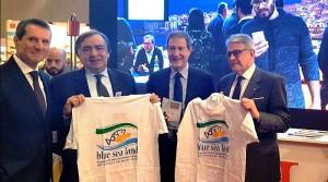 Giovanni Tumbiolo(a sx) ha partecipato alla organizzazione 2018. Eccolo alla Bit (MI) con il Presidente Musumeci.
