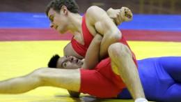 La lotta richiede cavalleria, lealtà,rispetto per l'avversario. E' normale veder abbracciare fraternamente i due lottatori dopo l'accanito incontro.