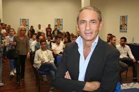 L'onorevole Tommaso Calderone, deputato di F.I. a Palermo, è particolarmente attento alle attività produttive.