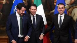 """Questi abbiamo... Qualcuno li tiene su e dobbiamo in qualche modo """"tifare"""" per loro. E' l'Italia del momento. Ce la insultano abbastanza dall'estero. Con tante bufale che girano, può darsi che non tutti i torti siano i loro."""