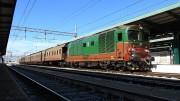 """Locomotiva D445 e treno storico con vagoni """"centoporte"""". Il presidente Musumeci """"promette"""" presto  anche viaggi con locomotiva a vapore."""