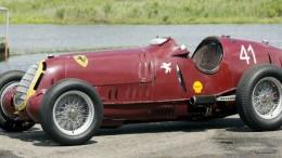 """L'Alfa Romeo P3  l'ultima versione con il muso arrotondato. La velocità ben oltre i 200 all'ora, imponeva l'aerodinamica.  Ci si chiedeva allora come potesse ancora aggiornarsi la linea ridotta, ormai, ad un ...siluro: questa era stata la prima """"monoposto"""" al mondo, aveva vinto il primo campionato del mondo conduttori, attuale F1."""