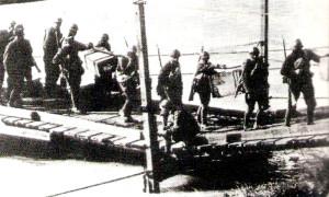 Un ponte di barche: l'abilità di un esercito e la tecnologia raggiunta si valutano anche da queste opere.