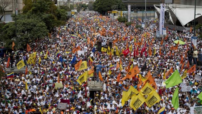 Vane le manifestazioni contro Maduro