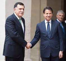 """Anche l'Italia sbarca in Libia,ma stringe solo la mano di Al Serraj, il""""buono"""" incaricato dall'Onu (lo sbarcò a Tripoli in gommone)..."""