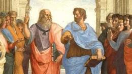 """Platone e Aristotele nel famoso dipinto La Scuola  di Atene di Raffaello Sanzio. Platone è più """"cool"""" ma forse  oggi sarebbe meglio approfondire il più    concreto Aristotele uno dei pensatori antichi che intuì meglio il senso della scienza moderna. Per secoli, Aristotele venne identificato con """"la scienza"""". Ciò, avveniva prima di Galileo Galilei. L'affresco è in una delle 4 stanze  vaticane dei palazzi apostolici."""