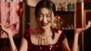 """Zuo Ye la modella dello scandalo: troppo """"cinese"""" per i cinesi. Scarso il loro senso dell'humour: non hanno accettato  che si confondesse nel tentativo di mangiare cibi italiani con le bacchette..."""