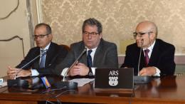 Al tavolo dei relatori da sx  Fabrizio Scimé, segretario generale Ars, Micciché e Giovanni Ciancimino, presidente della stampa parlamentare.