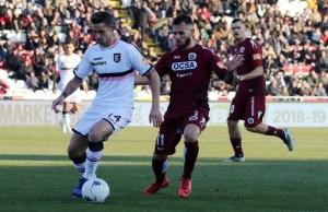 Un momento della partita: in azione il terzino del Palermo Alessandro Salvi.