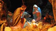 Questo è il presepio. La parola (etimo) viene dalla mangiatoia. Tutto il resto è coreografia, anche se fa parte storicamente della grande poesia del Natale.