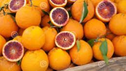 Tarocchi rossi,un prodotto esclusivo che si produce solo in Sicilia grazie al clima e alla terra vulcanica dell'Etna.