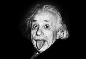 Einstein nella famosa foto in cui fa le boccacce al fotografo.