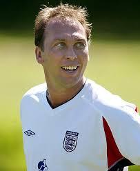 Qui Platt è giovane calciatore nella sua terra.