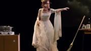 Roberta Caronia in Chi vive giace di R. Alajmo. Le musiche sono di Piovani.