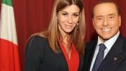Matilde Siracusano, deputata siciliana a Roma, col suo leader Silvio Berlusconi. La Siracusano è messinese, ha partecipato a Miss Italia nel 2005 ed è sposata con  Salvatore Zanna,ufficiale dell'aeronautica.