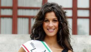 Sulla bella Matilde Siracusano qui in occasione di Miss Italia 2008, circola un'indiscrezione: si dice che fu considerata in partenza anche perché ritenuta nipote dell'ex ministro Antonio Martino. Ma si è dimostrata, poi, una deputata molto attiva e all'altezza del suo ruolo...