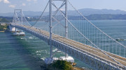 """Sembra """"bello e pronto"""" ma è una finzione, un rendering """"al vero"""". Il ponte ha i suoi nemici, come li hanno la Tav e persino i porti. Sono finestre aperte sul mondo: un luogo vale se serve d'incontro fra gli uomini. I trasporti veloci per terra, mare e cielo sono la base della crescita e dell'avvenire. Strade e ponti hanno contraddistinto i buoni governi sin dall'antichità. I romani ne furono maestri. Coniarono il termine pontifex: costruttore di ponti esteso poi ad altri significati..."""