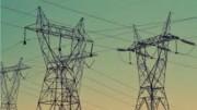 L'energia e l'alta tensione servono soprattutto per industria e trasporti. A livello sociale è fondamentale per le necessità e le comodità della vita. Ne serve tanta: fatta uguale a 100 quella necessaria, sarebbe meglio disporne del doppio: 200. Leggete quanti megawatt producano le grandi centrali elettriche tradizionali. Dietro l'angolo ci sono prima l'idrogeno e poi la fusione nucleare. Frattanto, con la la liberalizzazione e gli incentivi,  viviamo in un momento di transizione (che sarà breve) in cui - come dice l'articolo -  chi apre gli occhi è bravo. Gli interessi attorno all'energia sono enormi come avviene per ogni altro bene di prima necessità. L'elettricità trasforma oggi gran parte dell'energia da fonti tradizionali in energia apparentemente pulita. Mota energia, per autotrazione. riscaldamento etc, si tra da fonti non elettriche.In America la maggior parte dei treni vanno a gasolio e il trasporto merci e passeggeri avviene in buona parte su gommato. Gli Usa stanno correndo ai ripari ricorrendo alle due rotaie (linee ferroviarie tipo Tav).