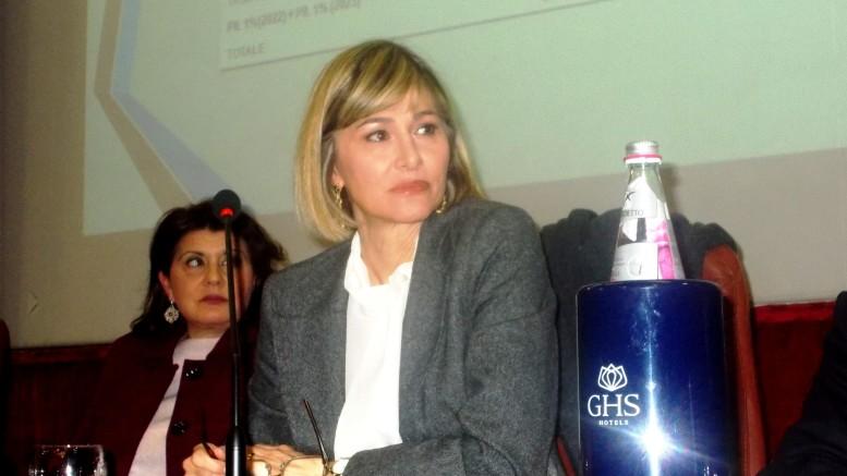 """Francesca Donato: """"uscire dall'Euro e dall'UE è possibile e sarebbe la salvezza""""."""