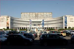 Inps o non Inps questo il problema: la monumentale sede dell'Istituto all'Eur di Roma.