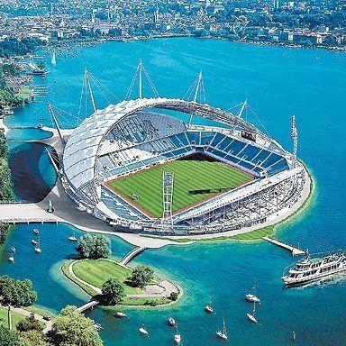 Lo stadio del Deportivo La Coruna in Galizia (Spagna) per capire che cosa siano le architetture degli stadi oggi...
