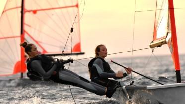 Le sorelle Sofia e Marta Giunchiglia hanno dominato la flotta italiana. L'equipaggio ha conquistato nella regata d'esordio a Sferracavallo il primo nella ranking  list ambosessi della classe giovanile 29er.