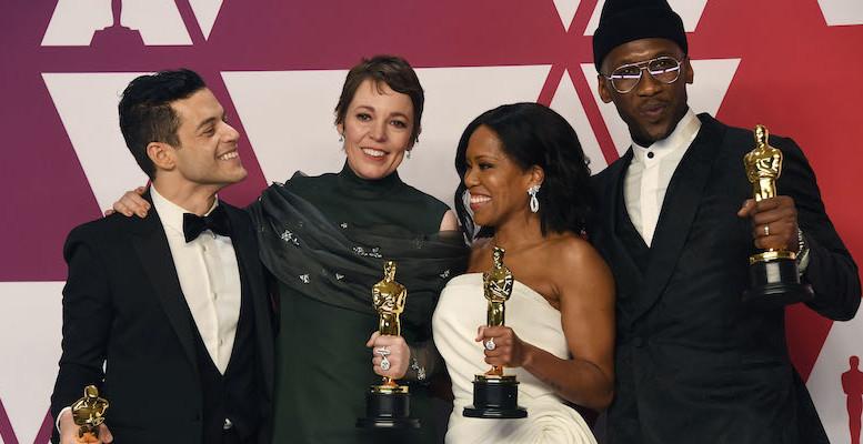 Rami Malek, Olivia Colman, Regina King e Mahershala Ali ciascuno con il proprio premio Oscar.