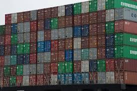 Container cellula del trasporto moderno.Sono esternamente solo di 2 misure standard e contengono i pallet anch'essi standardizzati. Ogni merce si trasporta così finché è possibile.