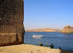 Acqua? Questo è il Nilo.Ricordate gli acquedotti romani? oggi sarebbero un gioco. Potabilizzare questo mare d'acqua dolce è un gioco.
