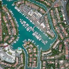 Un'immagine aerea della maestosa realtà di Portorosa. Resta il maggior porto turistico della Sicilia.