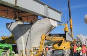 """Il pilone di un ponte già costruito per giungere al fatidico """"traforo"""",oggi agevole grazie alla """"talpa meccanica""""."""