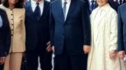 Foto ricordo fra Xi Jinping e la seconda carica della Regione Gianfranco Micciché e relative signore. A Micciché è affidata la cura di Palazzo dei Normanni con il supporto della Fondazione Federico II di cui è presidente in quanto presidente dell'Assemblea.
