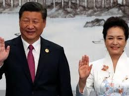 Xi Jinping con la bella moglie Peng Liyuan