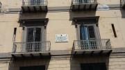 Una lapide sulle mura del Grand Hotel et des Palmes lato via Stabile ricorda il soggiorno dell'ennesimo ospite d'eccezione:J.E. Rodò, intellettuale uruguagio.