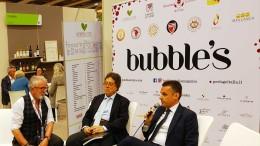 Un'immagine dello scorso anno: a destra Edy Bandiera, assessore al ramo che sarà di nuovo a Verona, al centro il compianto Prof. Tusa recentemente scomparso, a sx  l'editore di Bubble's Italia Magazine Andrea Zanfi.