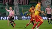 Haas in azione: la palla filtra. Bella partita del Palermo, anche se non tutta spettacolare. Vincono prudenza e professionismo.