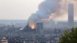 Parigi colpita al cuore: Notre Dame brucia...