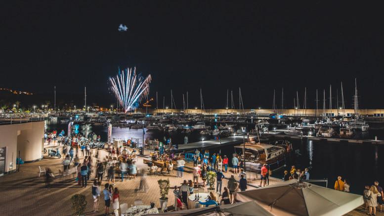 Un'immagine dei festeggiamenti notturni  del primo compleanno nel 2018.