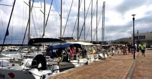 Yacht a vela all'ormeggio a Capo d'Orlando marina