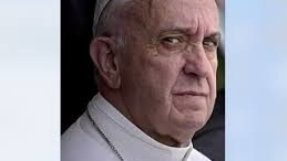 """C'è chi ha voluto pubblicare questa espressione torva di Papa Bergoglio. La massa lo accetta come simbolo della cristianità (Beati i poveri di spirito?).  Altri dicono e scrivono cose ben peggiori di quelle qui riportate: concetti che ci lasciano perplessi e preoccupati. Dai vescovi è giunta a Roma la lettera """"Dubia"""" alla quale Bergoglio non ha dato risposta. Ma sin dall'inizio molti dubbi si sono succeduti: perché lo strano avvicendamento? Perché un papa gesuita che si riteneva inammissibile?"""