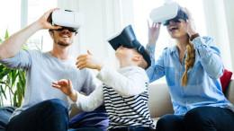 """Visori per """"sentirsi sul luogo"""": è una delle moderne applicazioni sulla Tv di casa. Questa è già entrata nella realtà del wireless (senza fili) collegato a internet."""